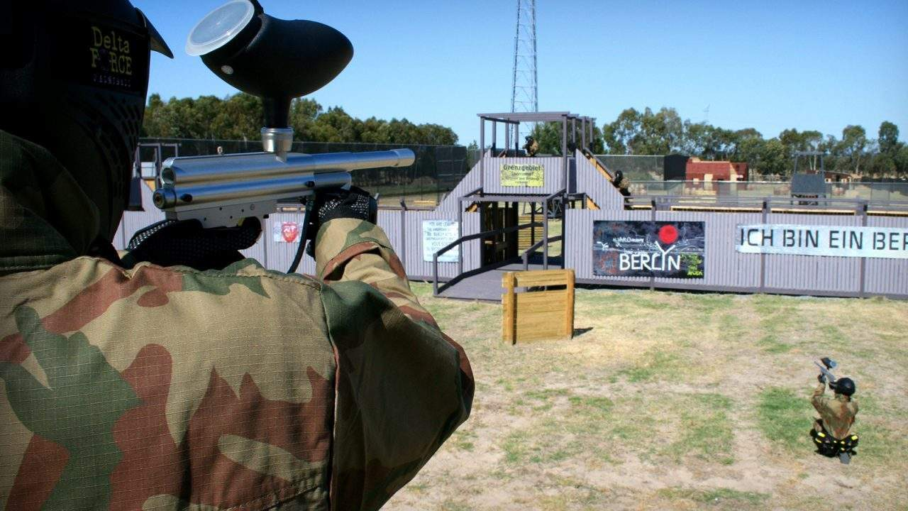 Delta Force Player Looking Over Berlin Wall Game Zone