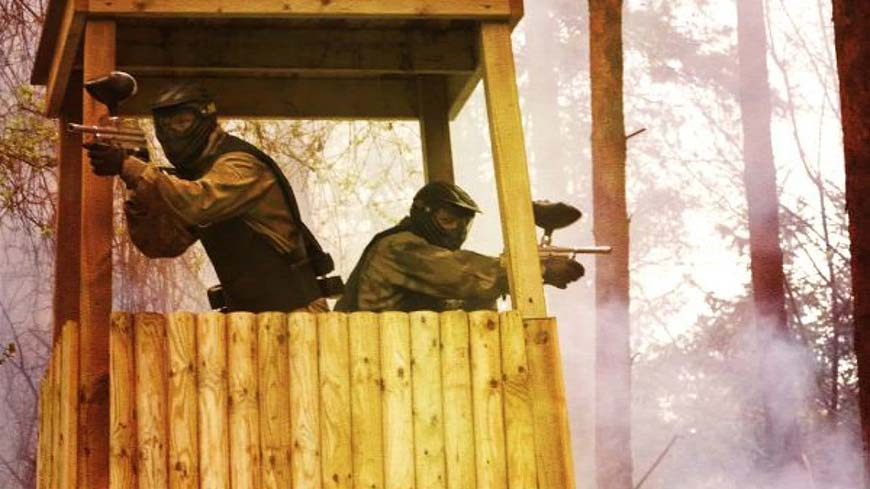 Two Delta Force players defend position in tower