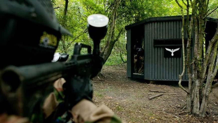 Player aims at enemy in bunker doorway