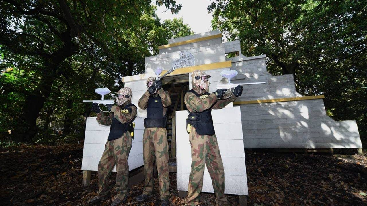 Three Delta Force players defend entrance to temple