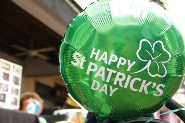 Green'Happy St Patrick's Day' balloon