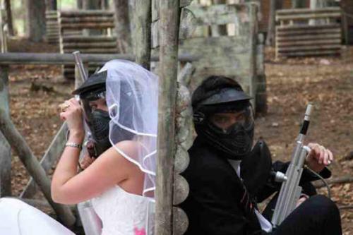Paintball wedding couple