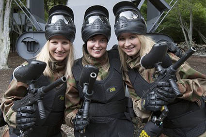 Players smile with M16s in game zone