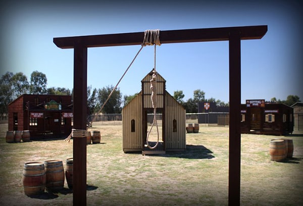 Hangman's noose suspended in Wild West game zone