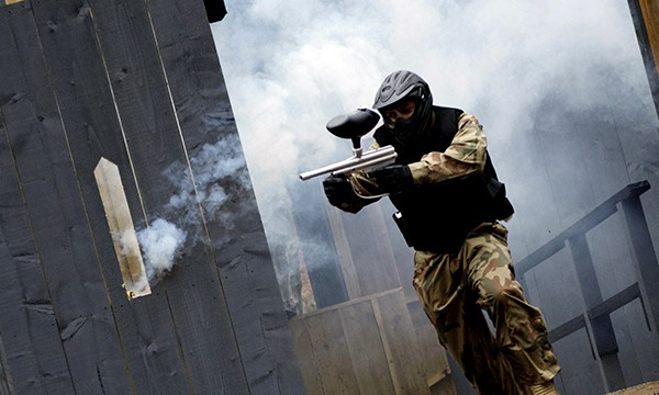 Manchester paintballing smoke bombs at delta force paintball